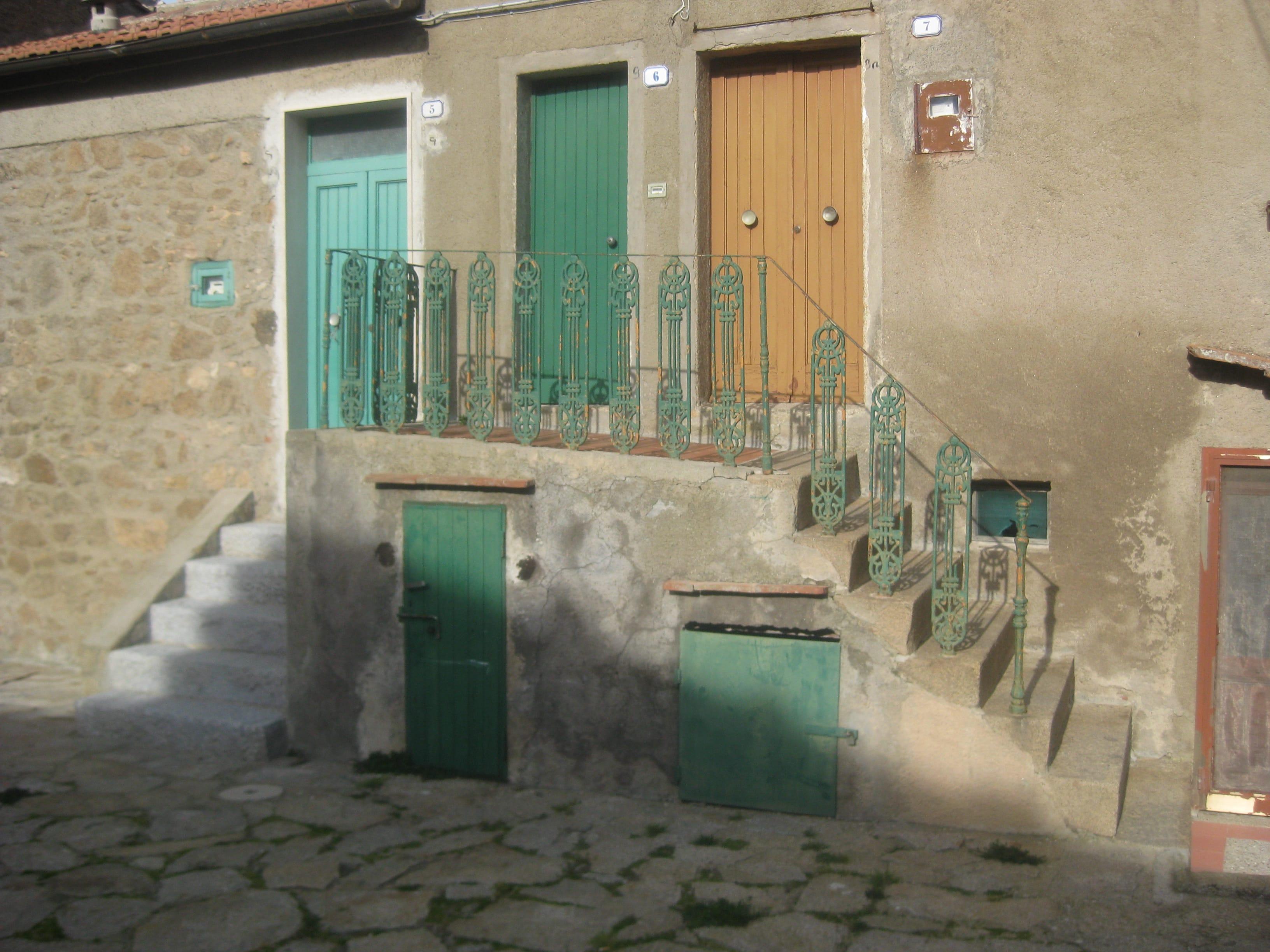 Appartamento trilocale interno Borgo di Giglio Castello. Prezzo euro 300.000