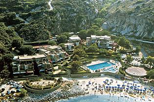 SPIAGGIA CANNELLE – Bilocale interno complesso residenziale con giardino e parcheggio. Superficie commerciale 60 mq, Prezzo 240.000 euro. rif. VITTORIA